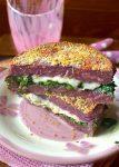 Burger di carote viola con provola e  spinaci
